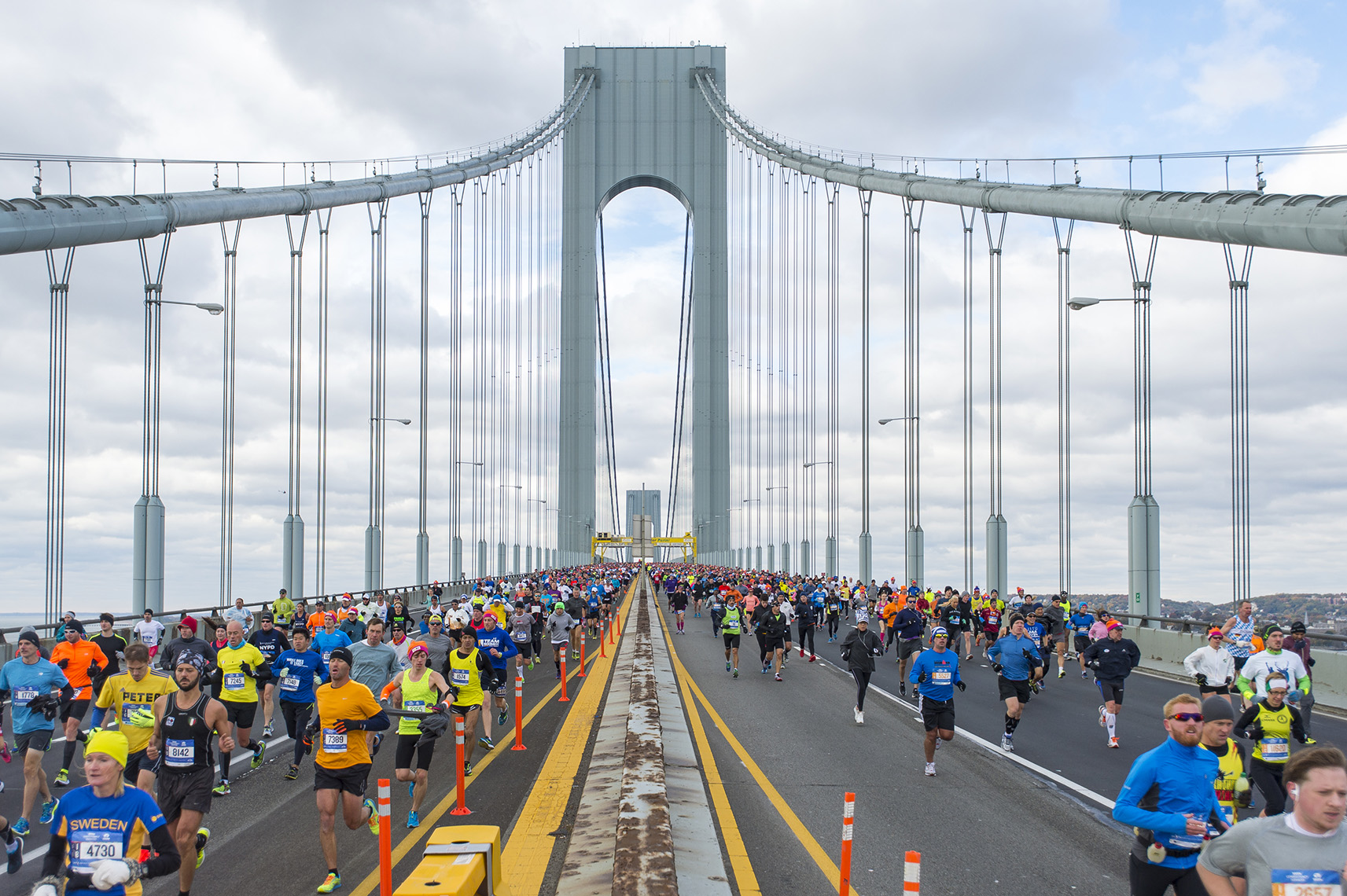 runners-nyc-marathon-verrazano-bridge