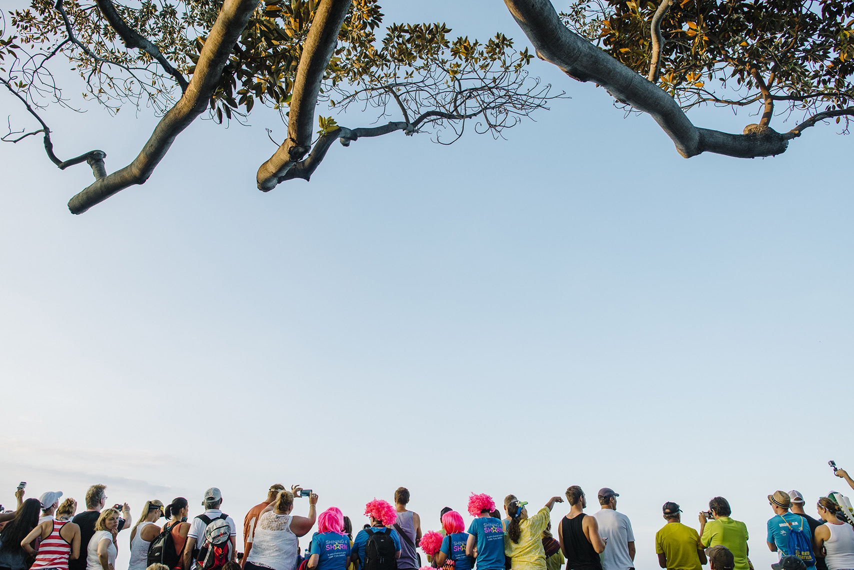 spectators-kona-ironman-banyan-tree