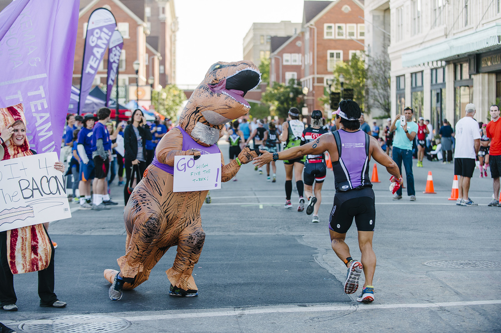 inflatable-trex-louisville-ironman-team-in-training-lls